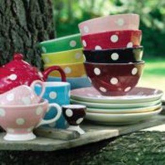tasses a pois et couleur