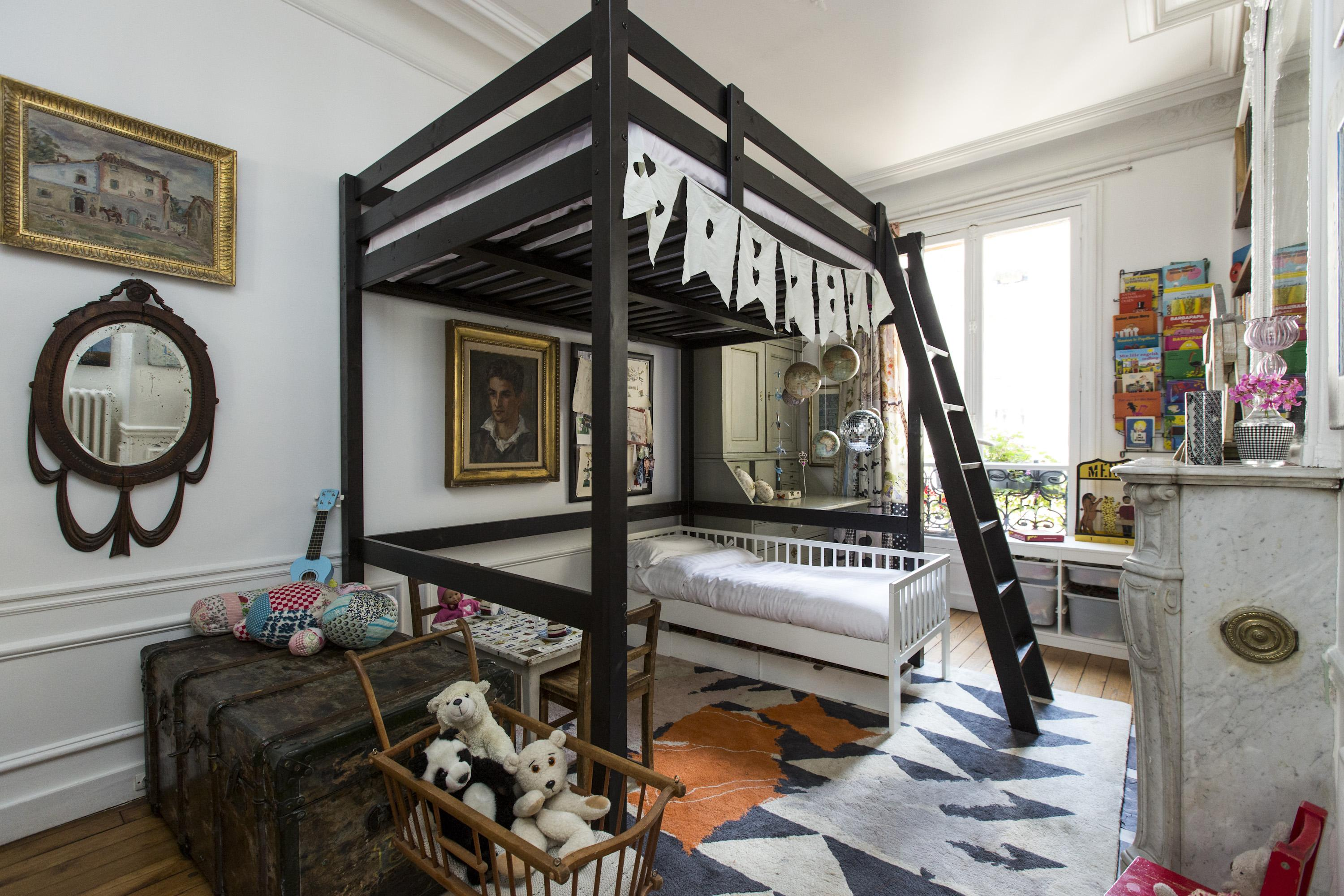 un appartement parisien cocon d co vie nomade. Black Bedroom Furniture Sets. Home Design Ideas