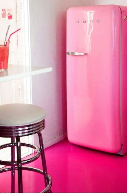 Une cuisine girly cocon de d coration le blog for Interieur frigo smeg