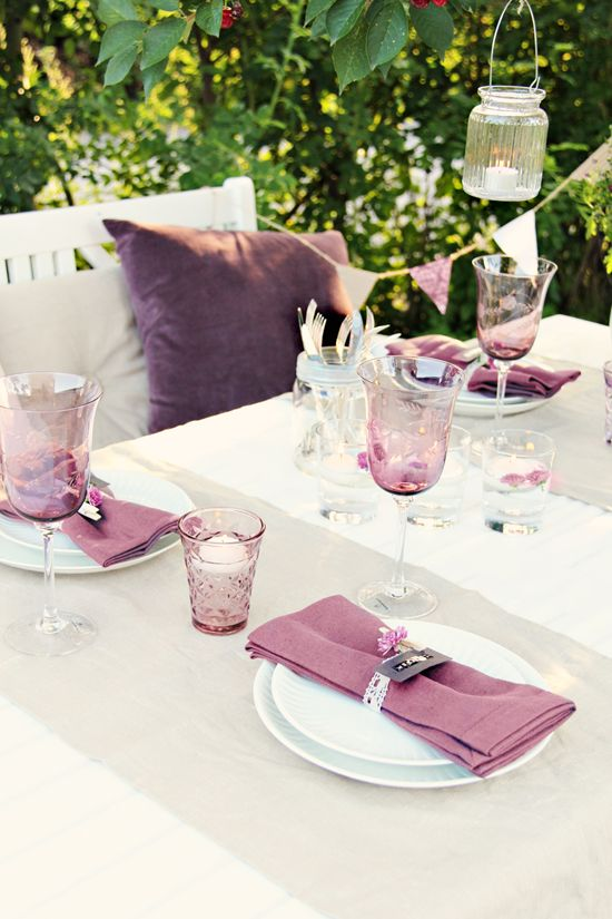 table blanc et prune deco