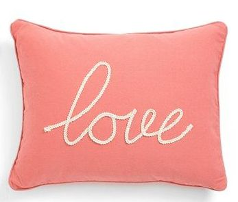 coussin love corail