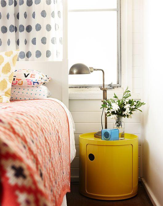 jaune et corail chambre