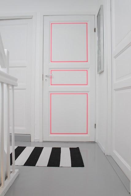 porte blanche liseret fluo