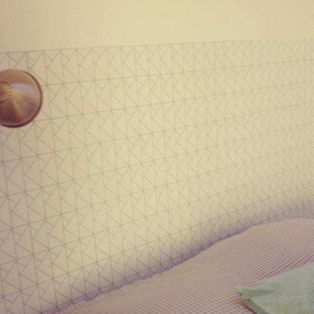 Ma toute nouvelle tête de lit en papier peint #scenolia #wallpaper #origami #chambre