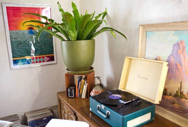 visite une maison r tro boh me cocon de d coration le blog. Black Bedroom Furniture Sets. Home Design Ideas
