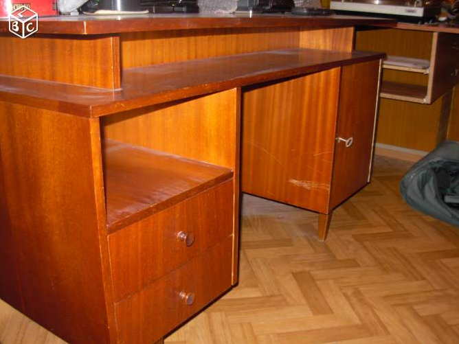 Diy personnaliser un vieux bureau cocon de d coration for Customiser un bureau en bois