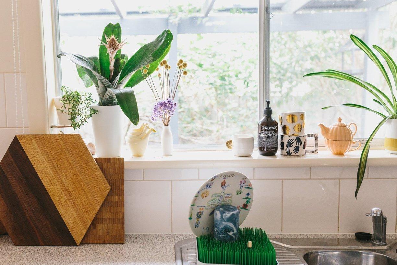 Visite une maison color e et pleine de vie cocon de for Deco fenetre cuisine