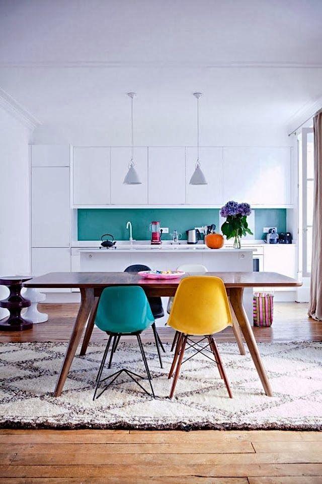 deco cuisine jaune bleu blanc chaise vintage