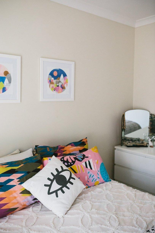 decoration simple chambre couleur coussin
