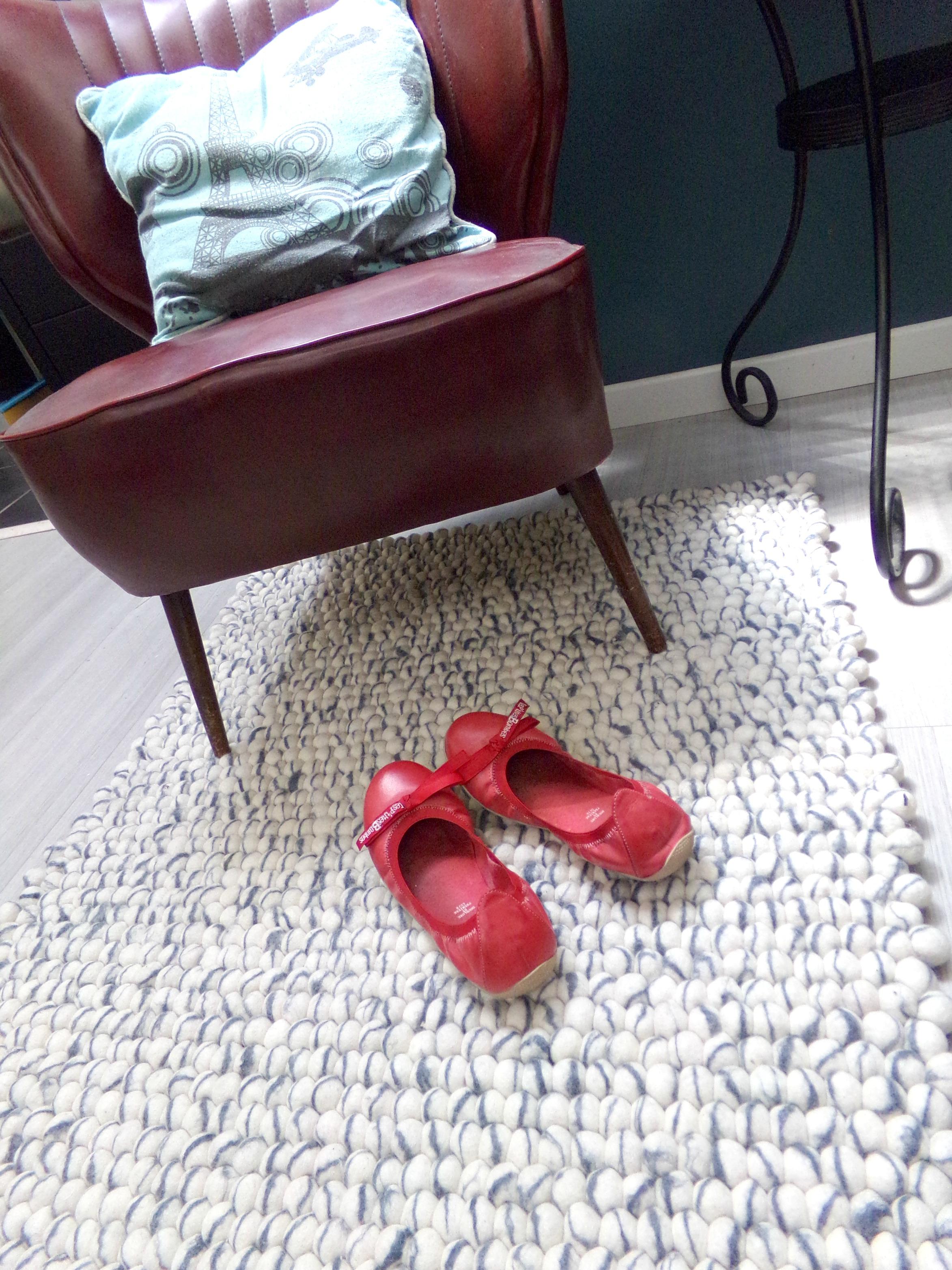 tapis de boules couleurs neutres salon