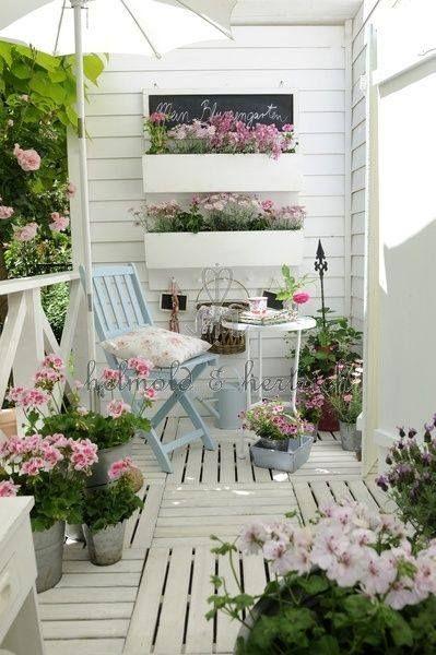 petit balcon charme pastel et blanc