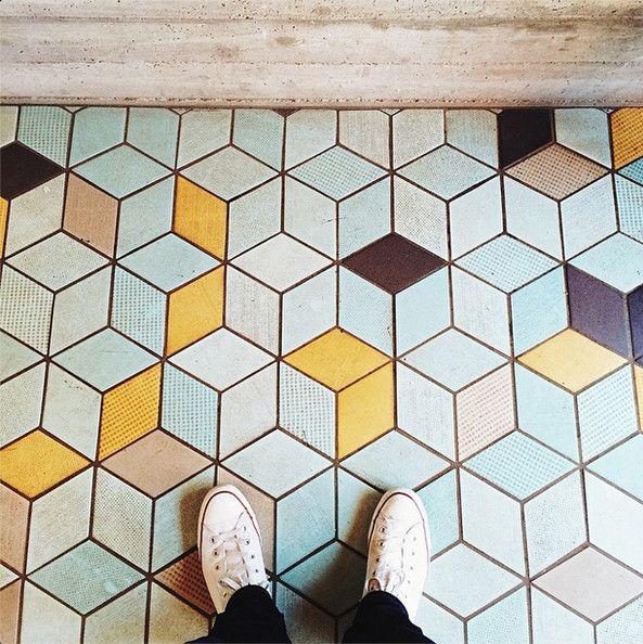 salle de bain sol couleur vintage