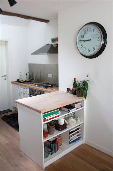 petite cuisine sobre deco horloge