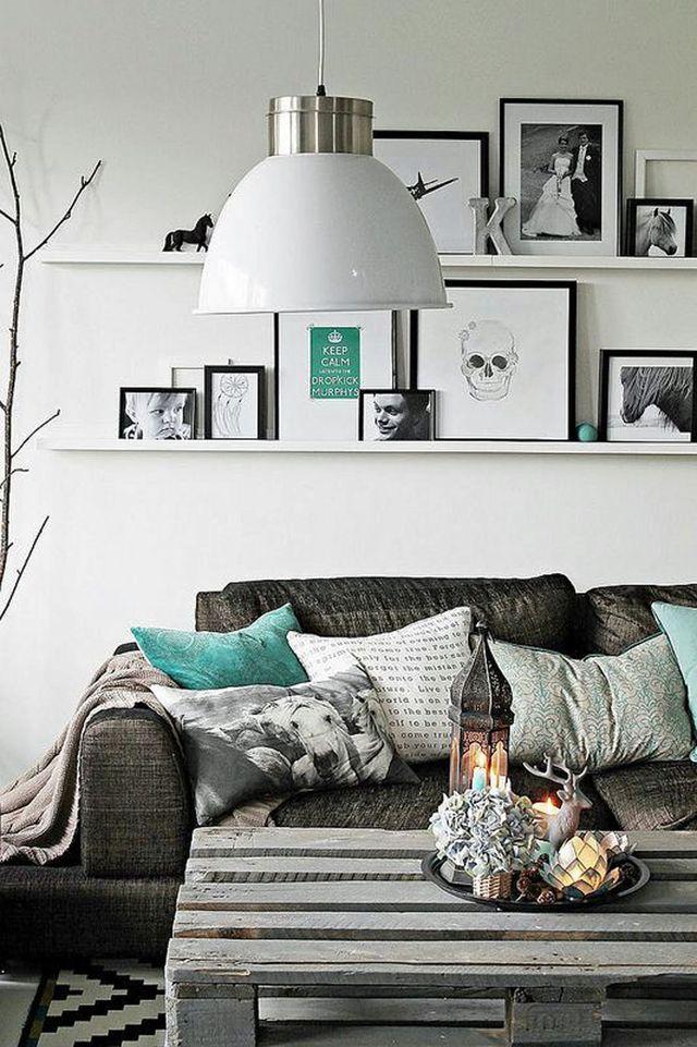 petit salon deco moderne gris et palette