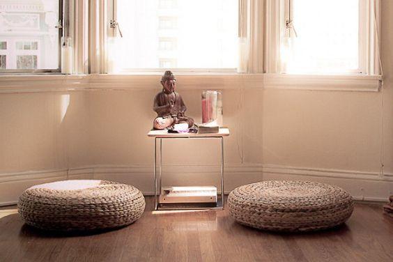 espace meditation coussin petit autel