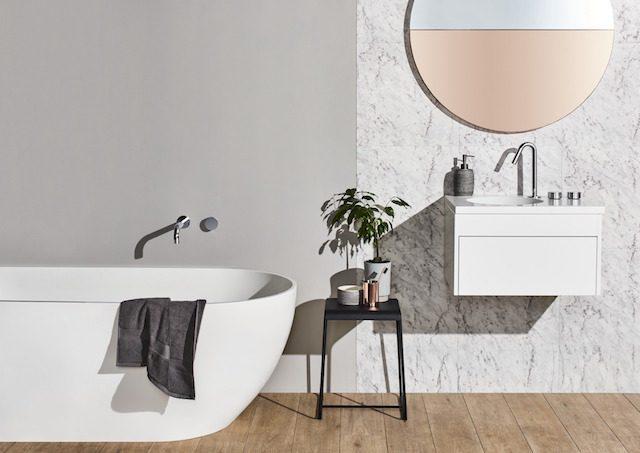 inspiration deco salle de bain peite plante gueridon