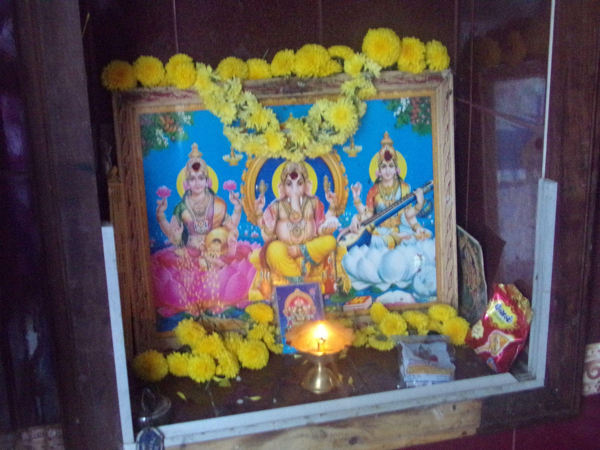 ayoudha pooja petit temple inde
