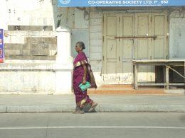 femme indienne pondicherry saree