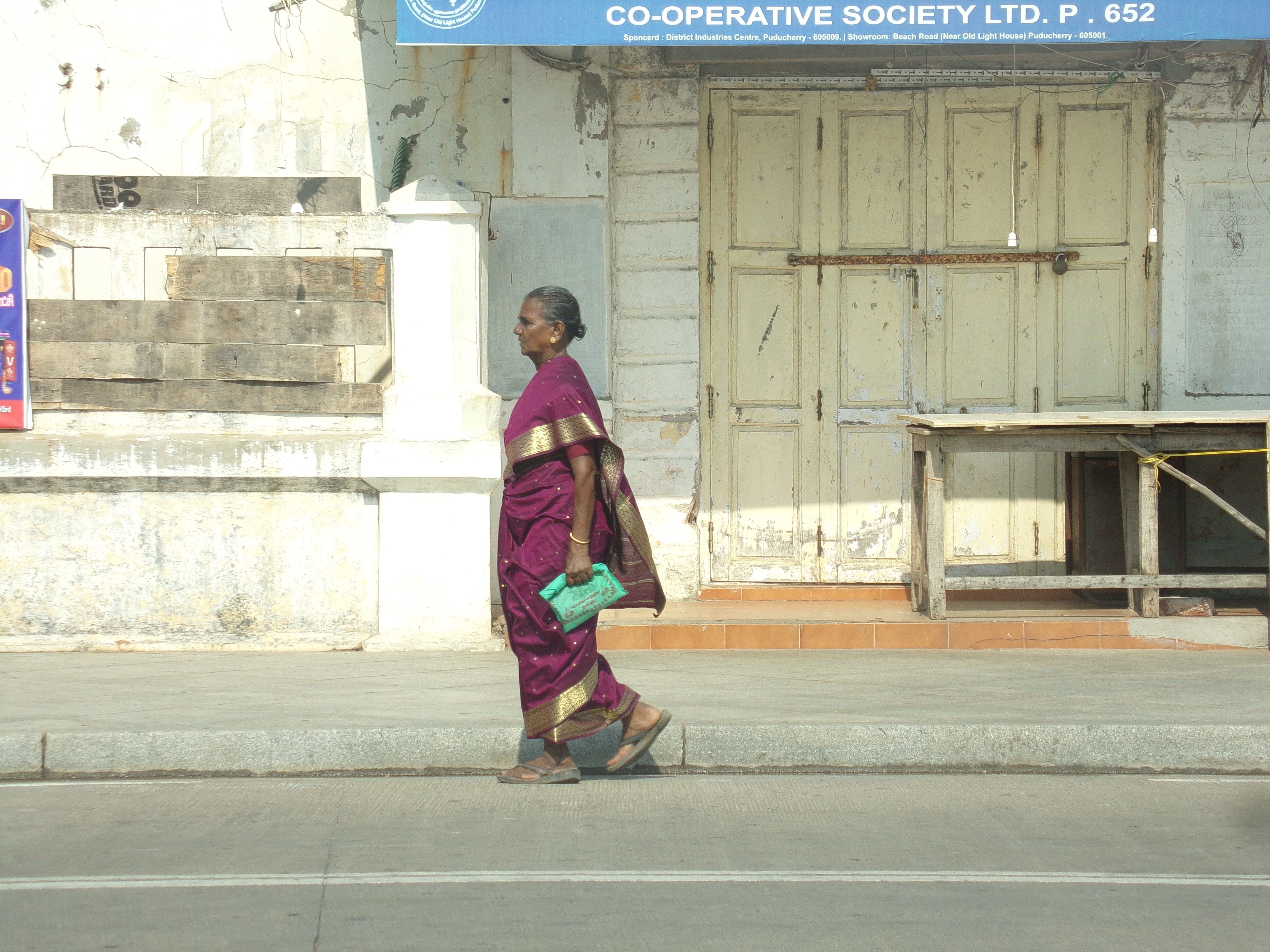 femme indienne pondicherry saree