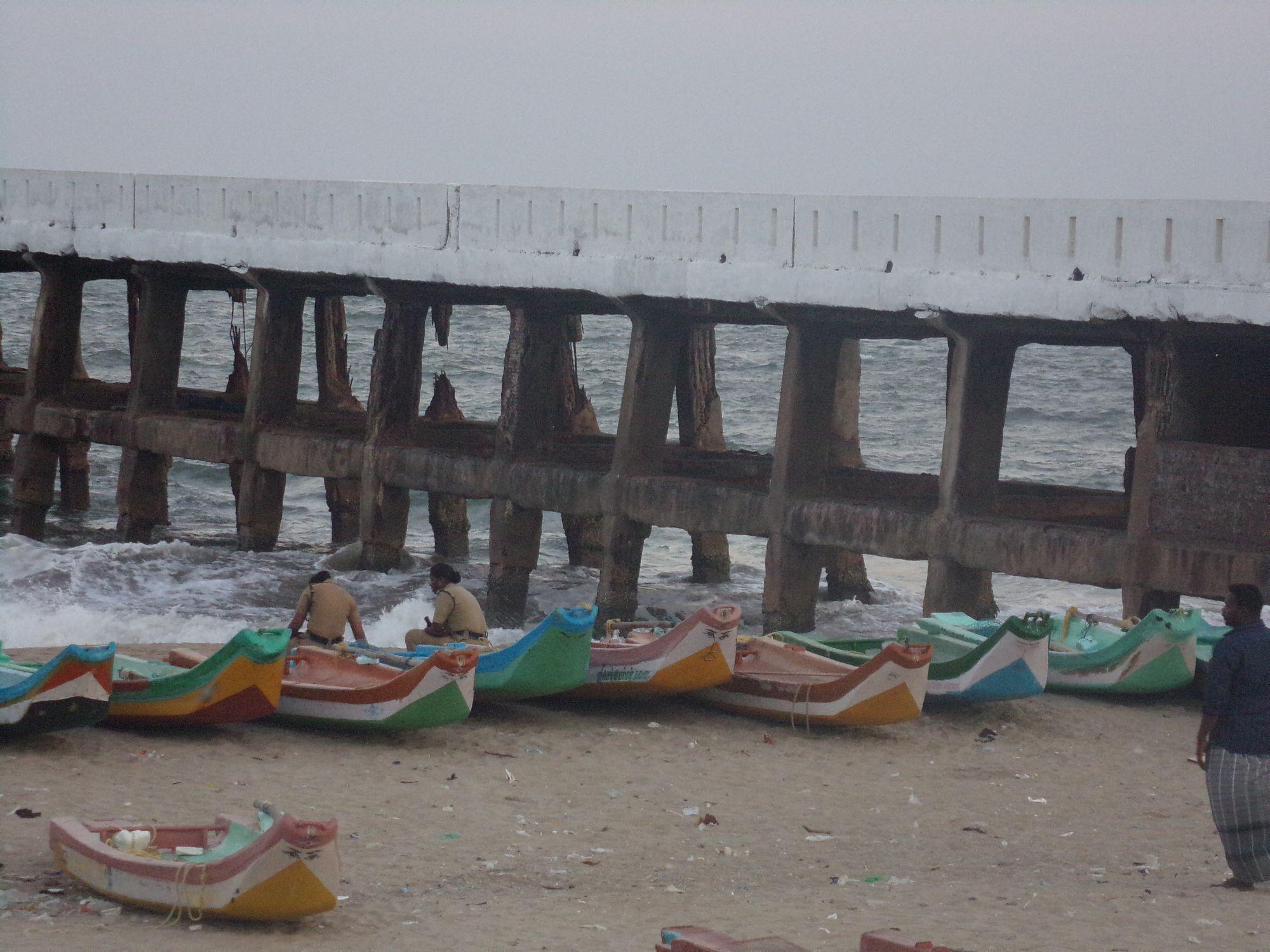 vieux port pondicherry bateaux jete