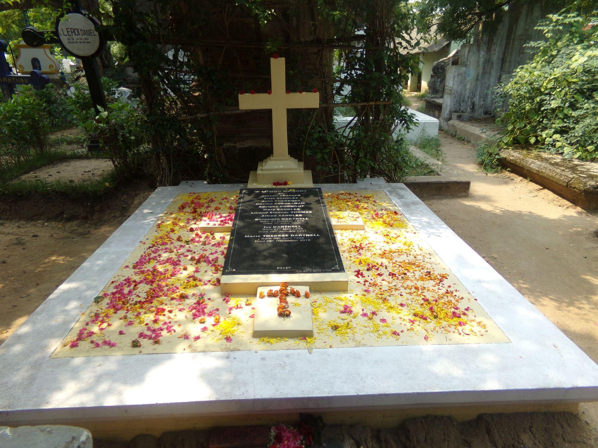 cimetiere catholique pondicherry fleurs deuil