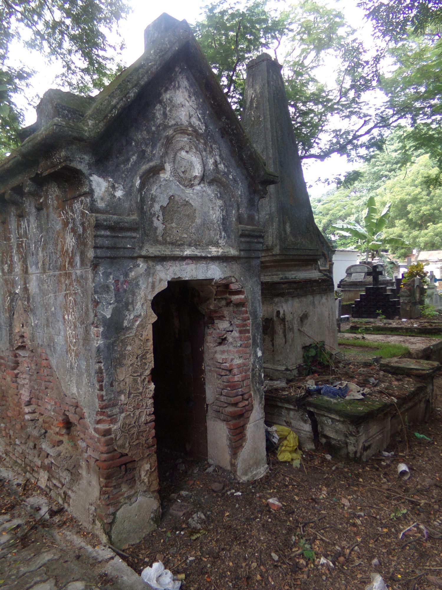 cimetiere catholique pondicherry vieux caveaux