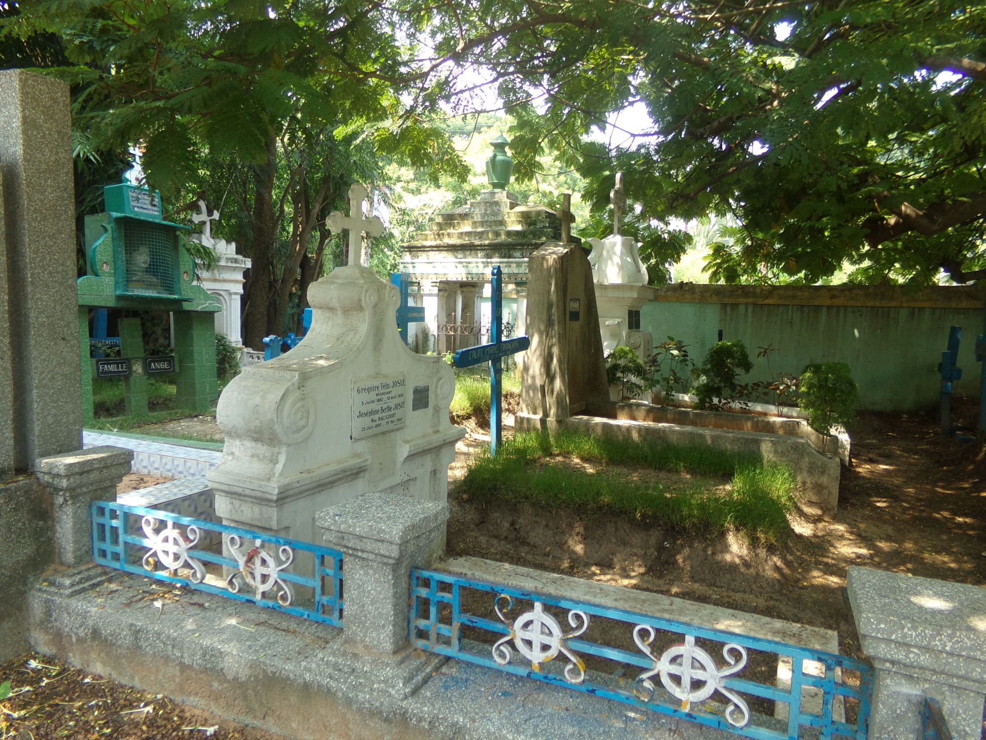 cimetere francais pondicherry kitsch