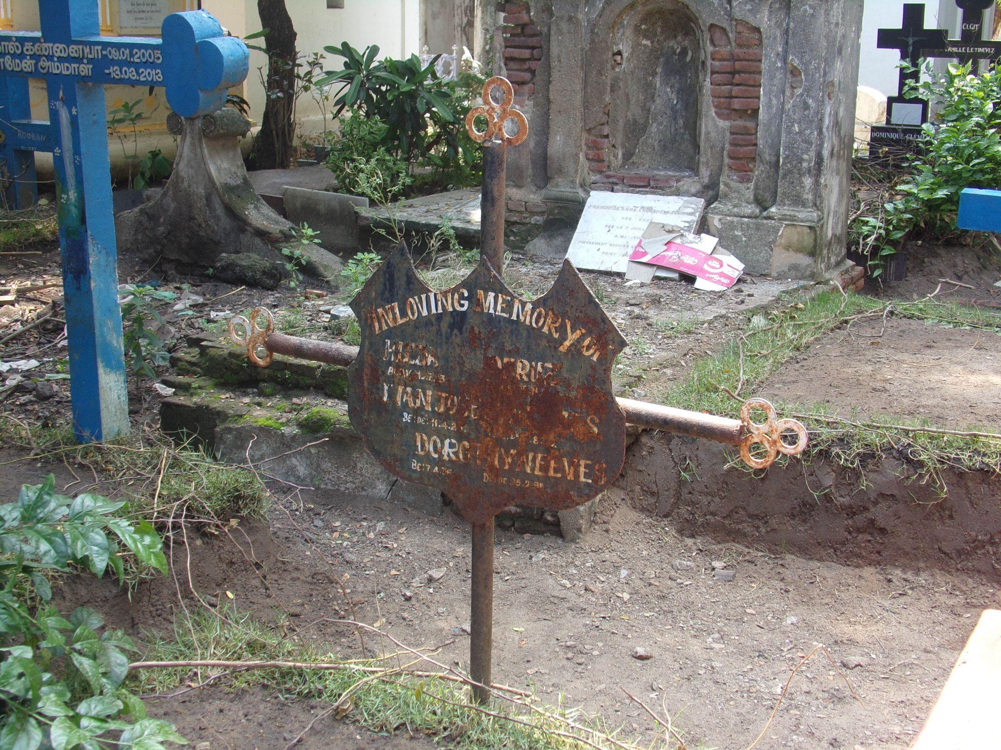 cimetiere francais pondicherry vieille tombe