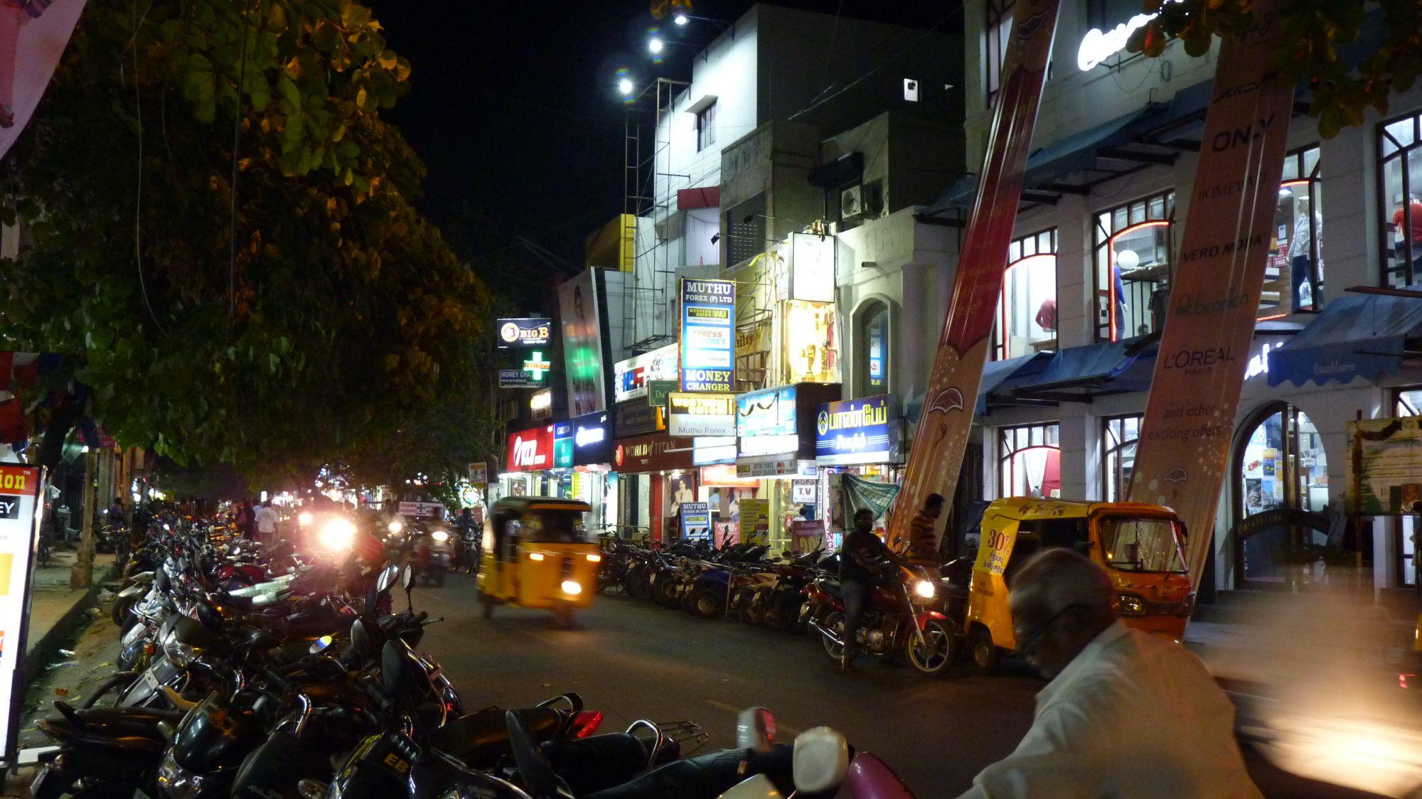 mission-street-pondicherry-nuit