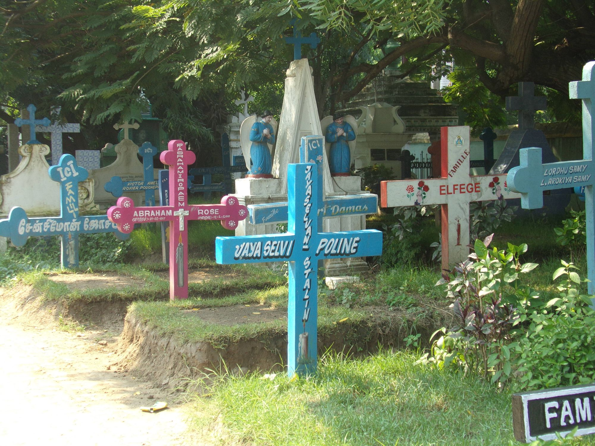 pondi cimetiere sepulture beaute