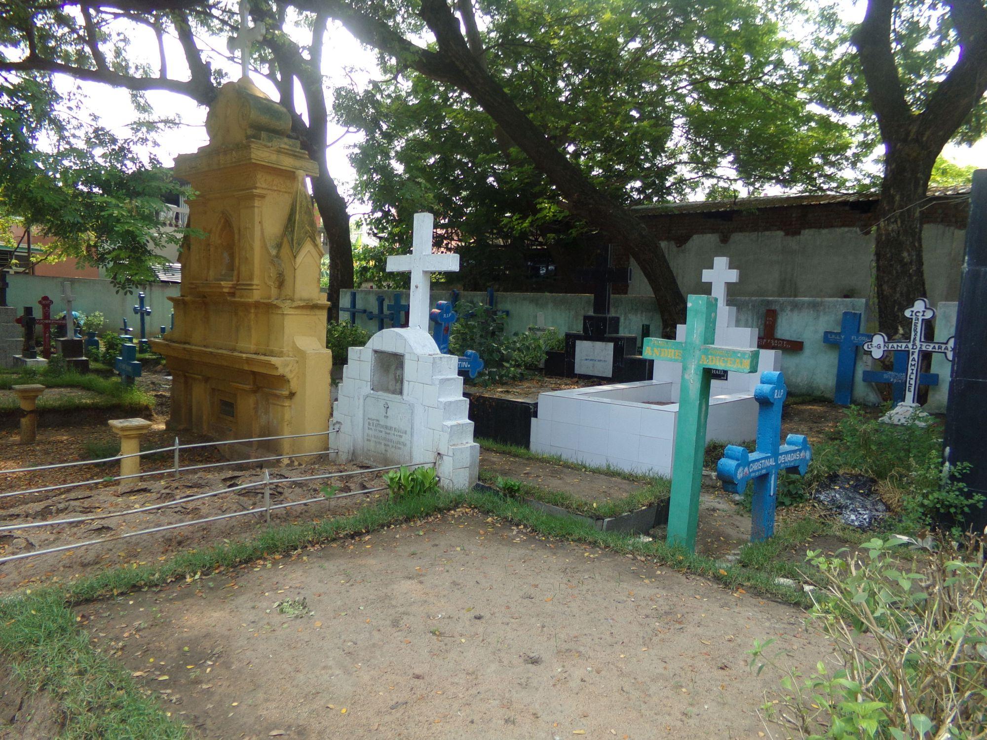 pondicherry cimetiere francais monuments funeraires