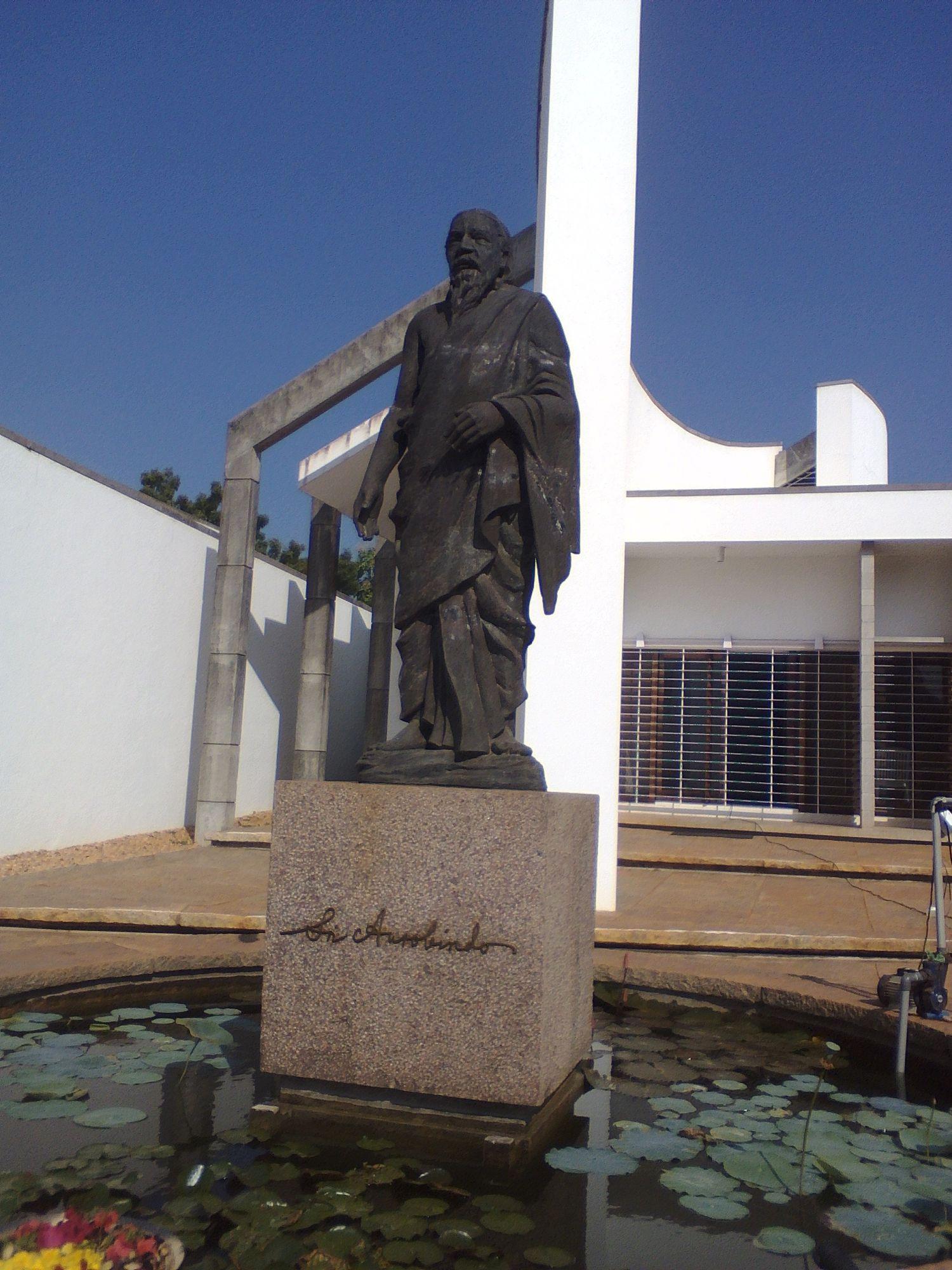 auroville statue sri aurubindo