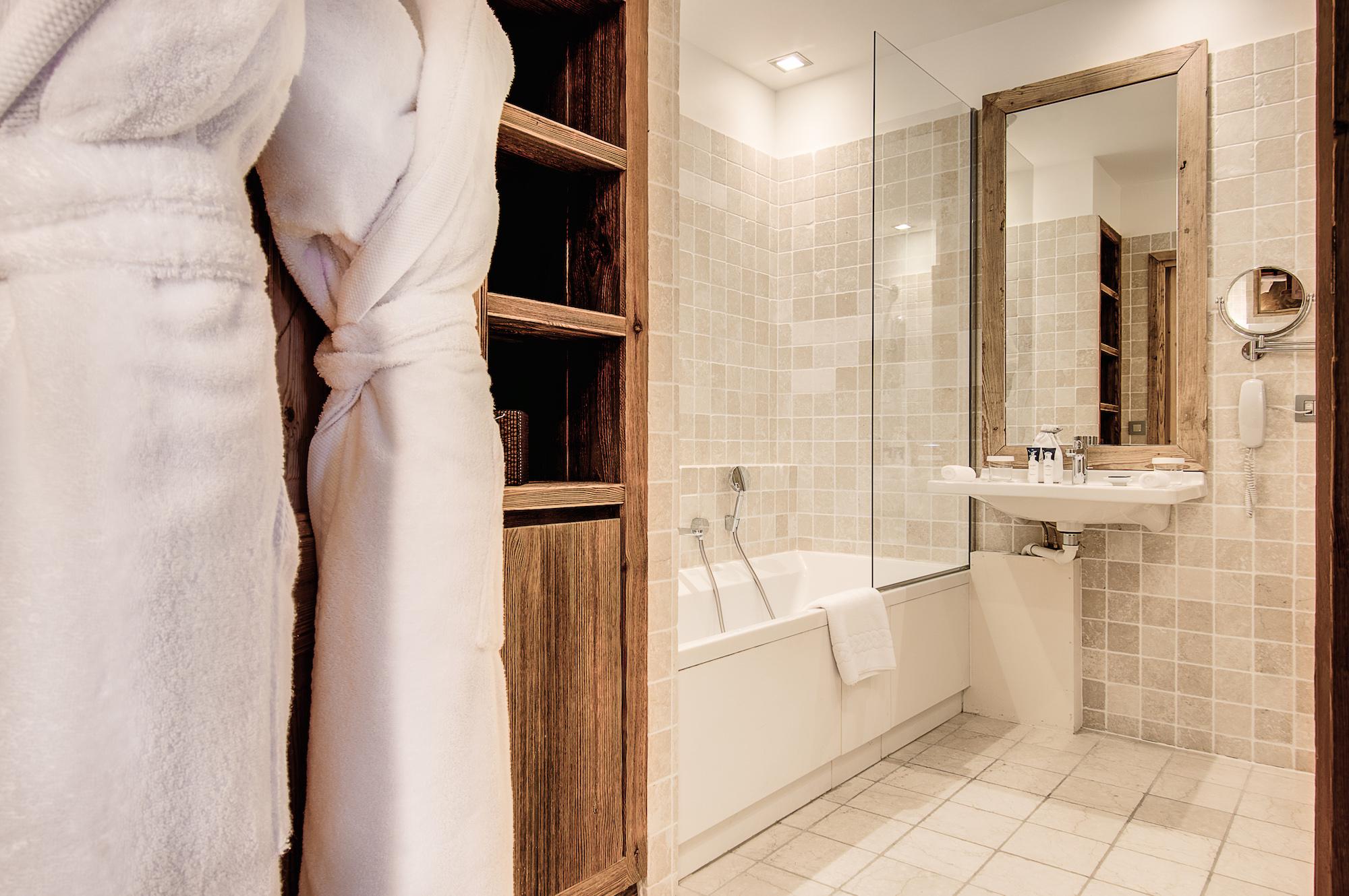 chambre-authentique-la-sivoliere-salle-de-bain-raffine