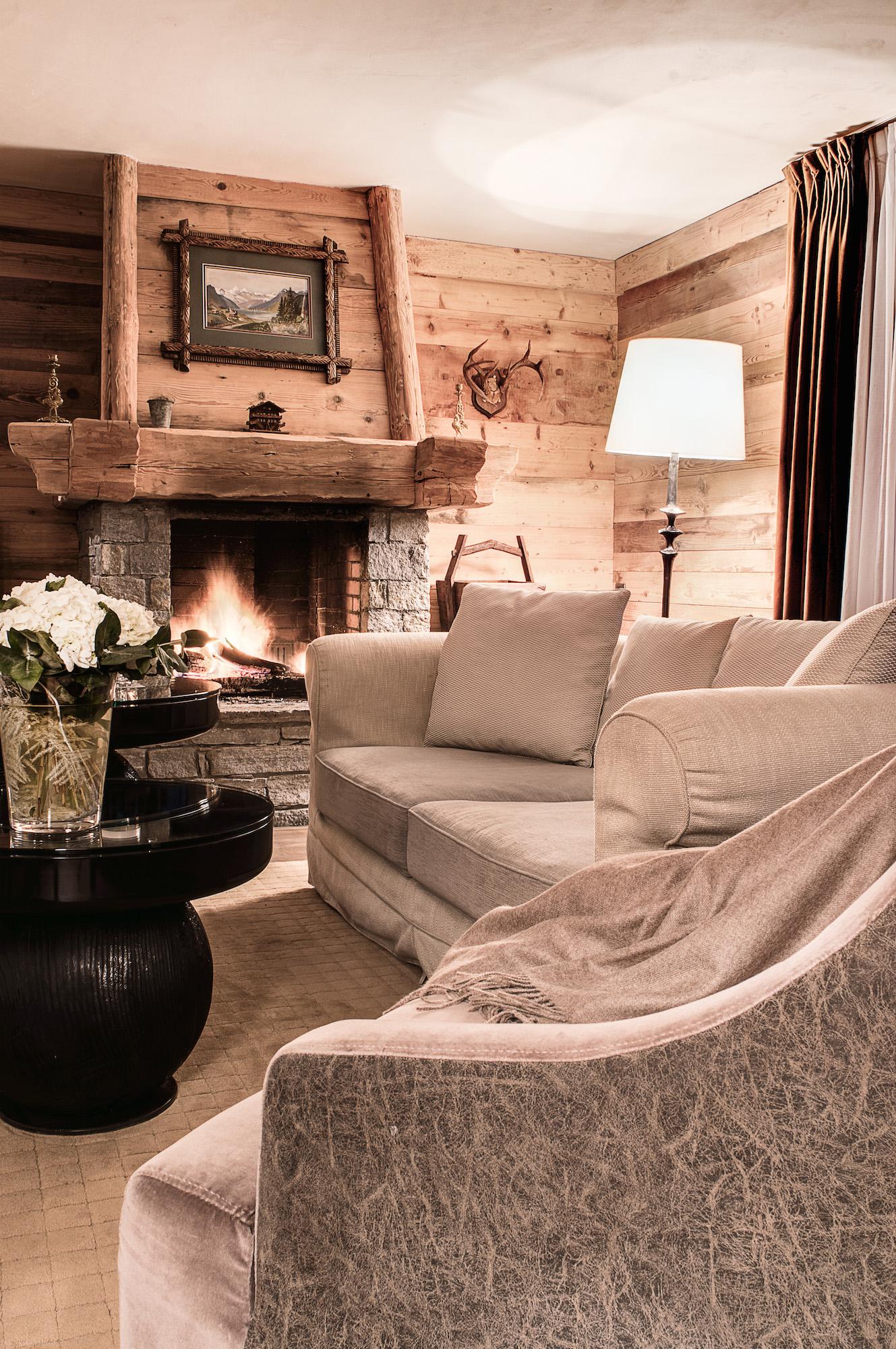 suite-signature-hotel-la-sivoliere-canape-confort-deco