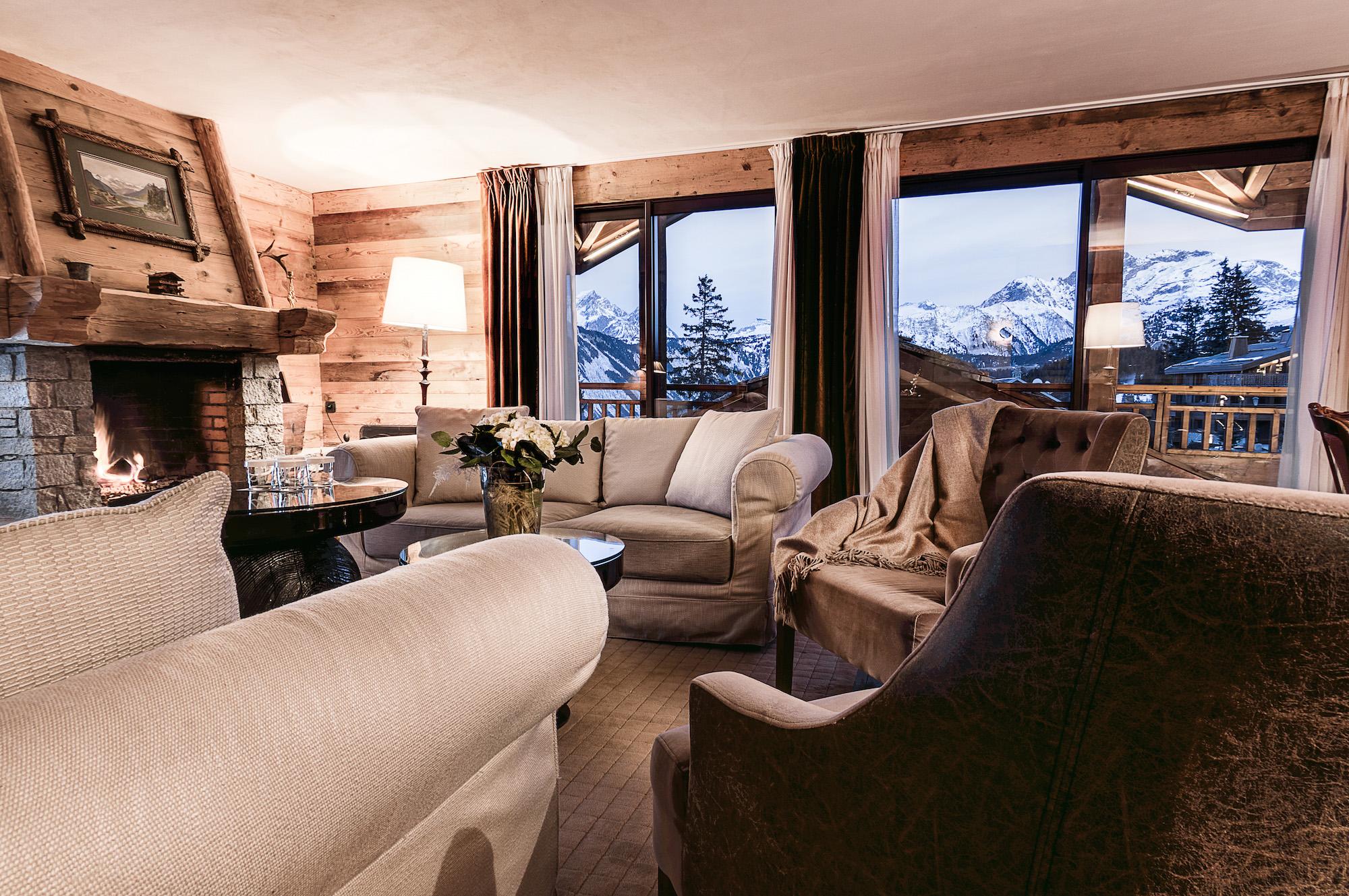suite-signature-hotel-la-sivoliere-salon-famille