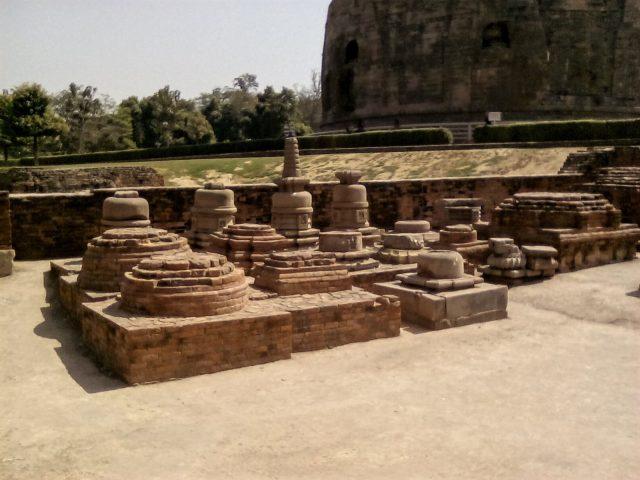 visiter sarnath inde varanasi bouddha ruines