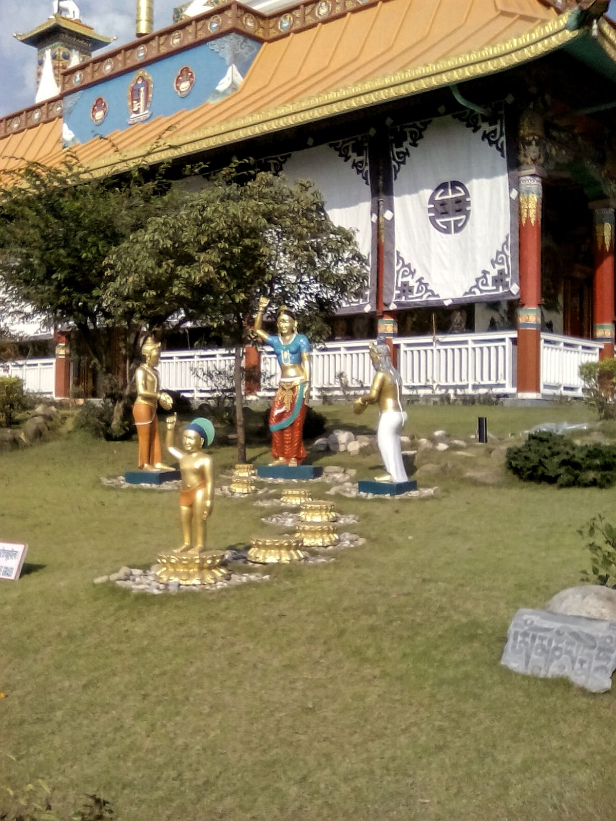 bouddha statues lumbini nepal voyage travel