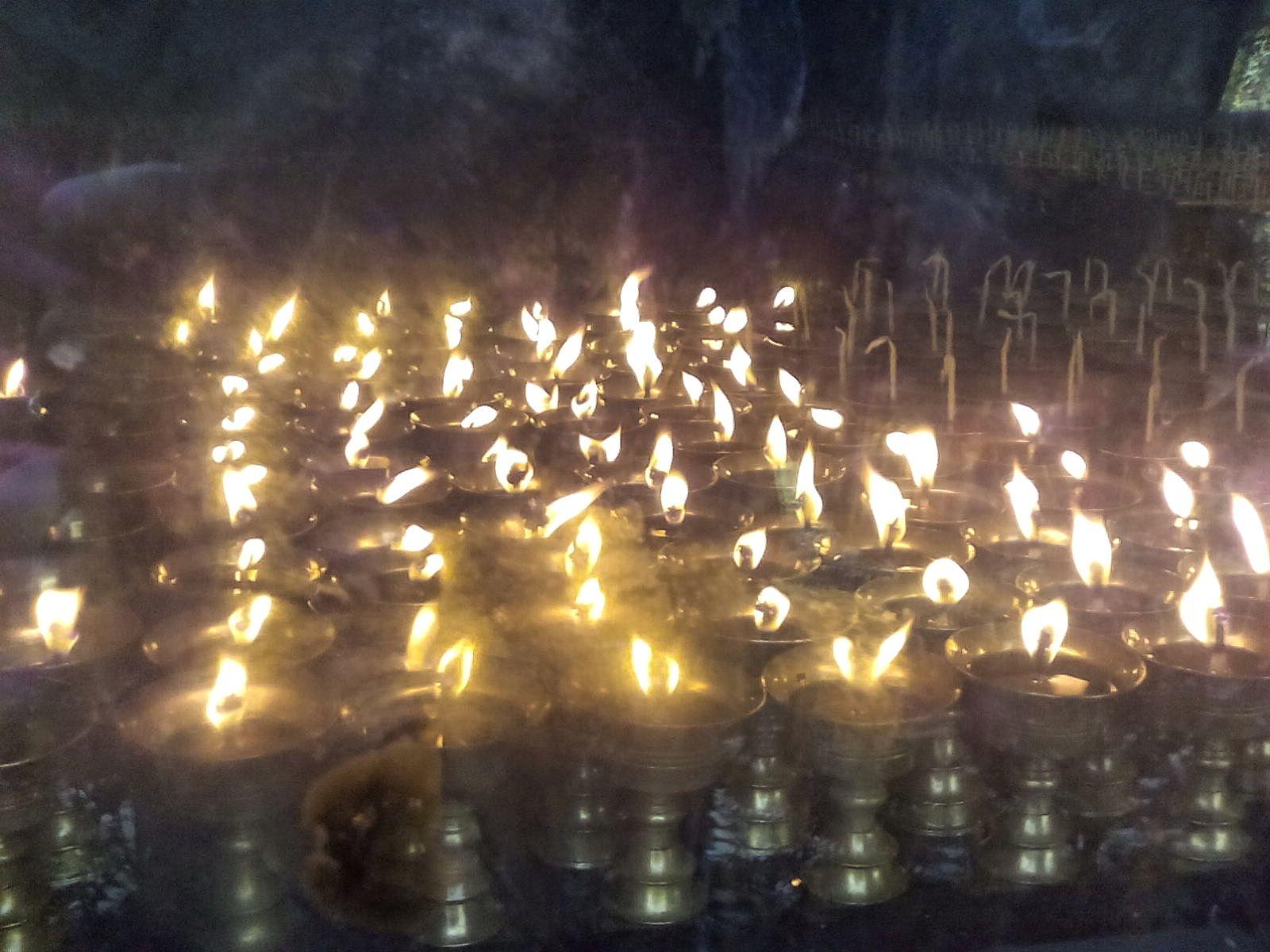 bouddhisme bougie lampe huile lumbini nepal