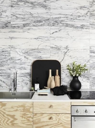 cuisine deco bois element bas clair et marbre