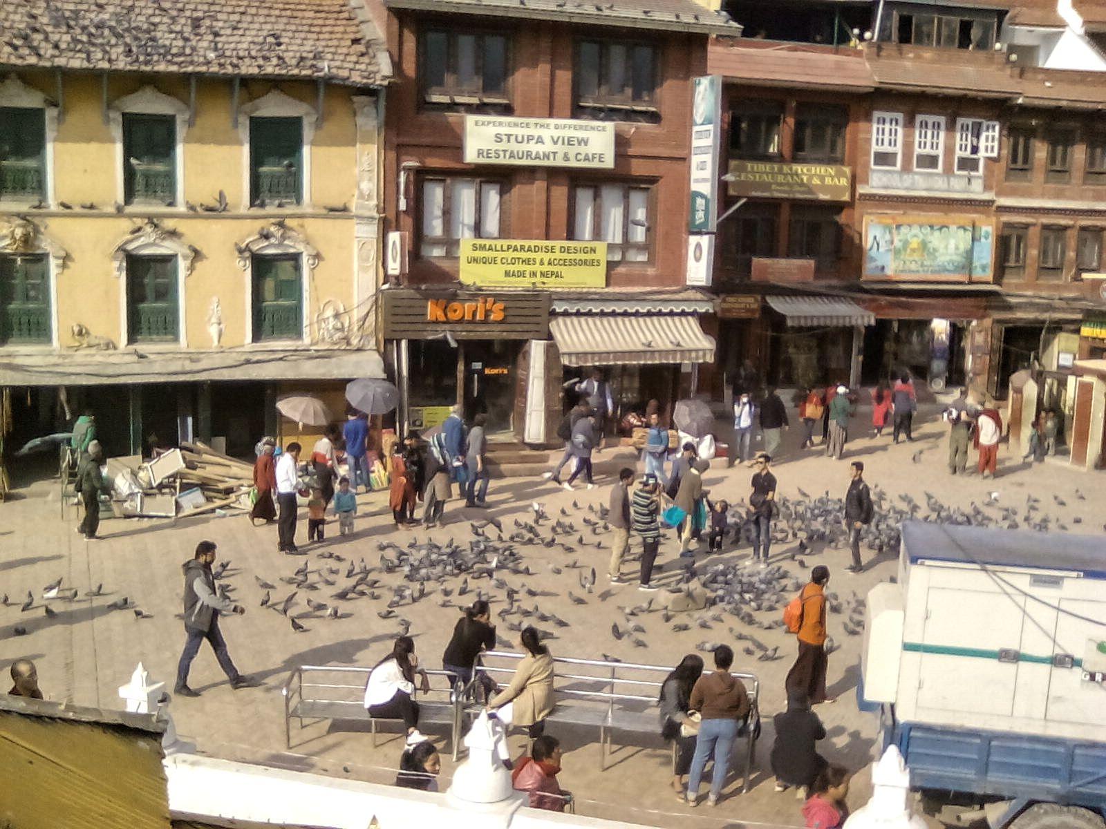 katmandou nepal vie nomade decouverte bodnath stupa vie commerce