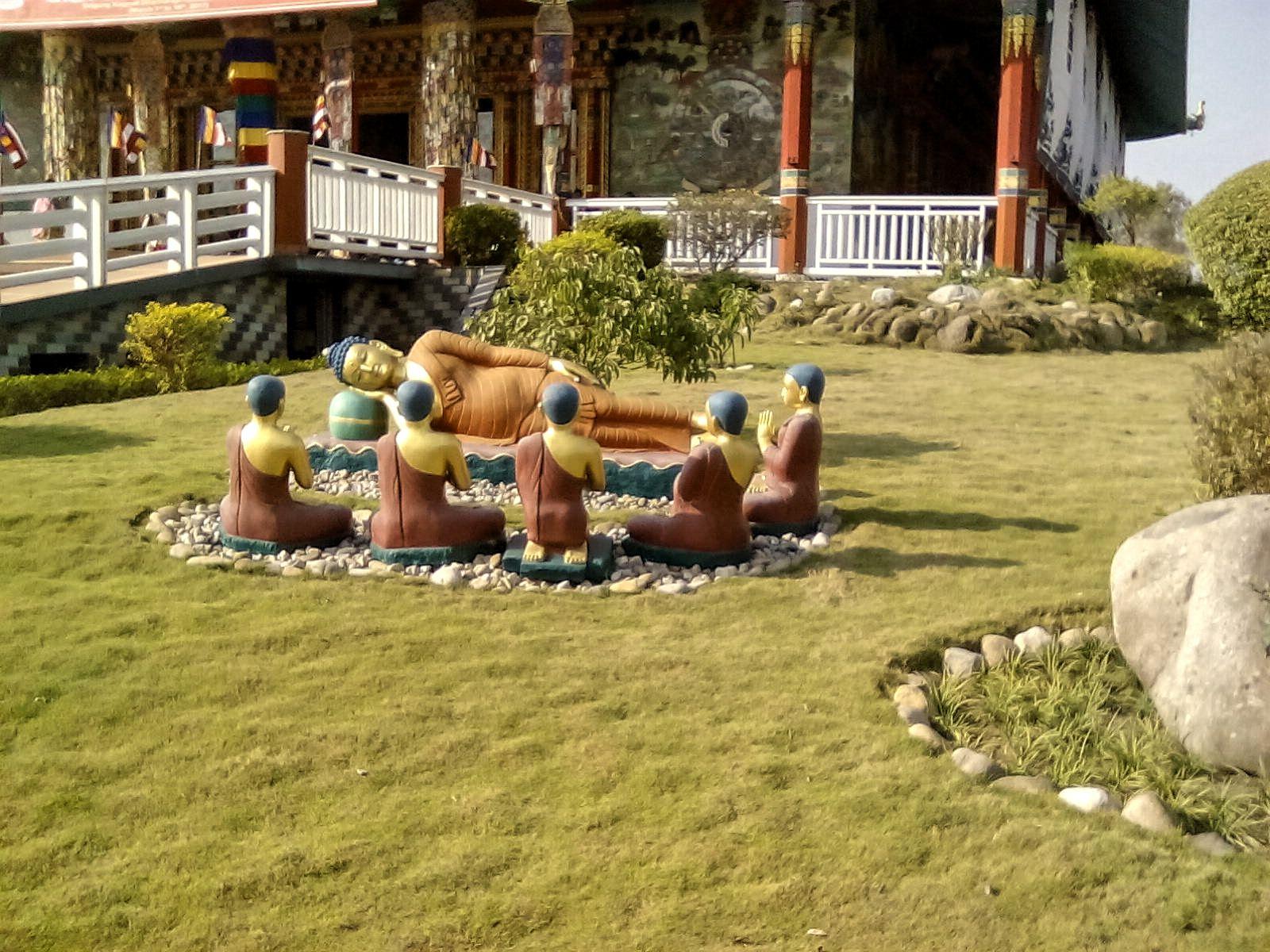 lumbini temple bouddha statues deco culture visite nepal