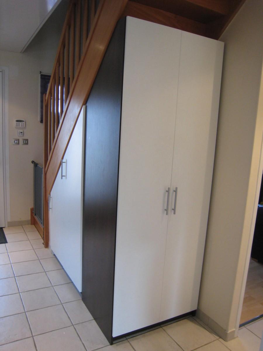 armoire sous escalier perfect amnagement sous with armoire sous escalier finest bien meuble tv. Black Bedroom Furniture Sets. Home Design Ideas