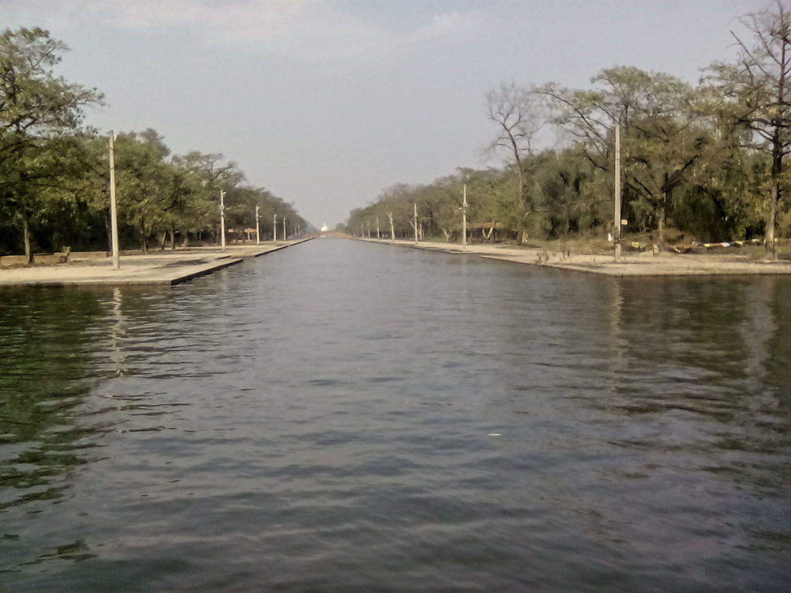 parc monastique visiter lumbini nepal calme nature canal