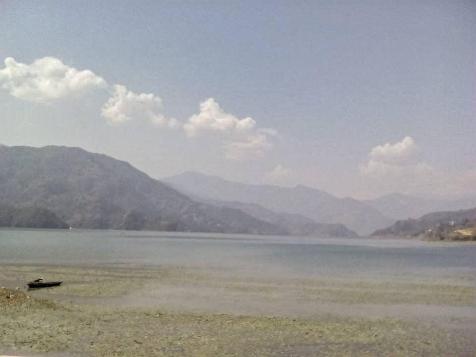 pokhara nepal lac montagne himalaya
