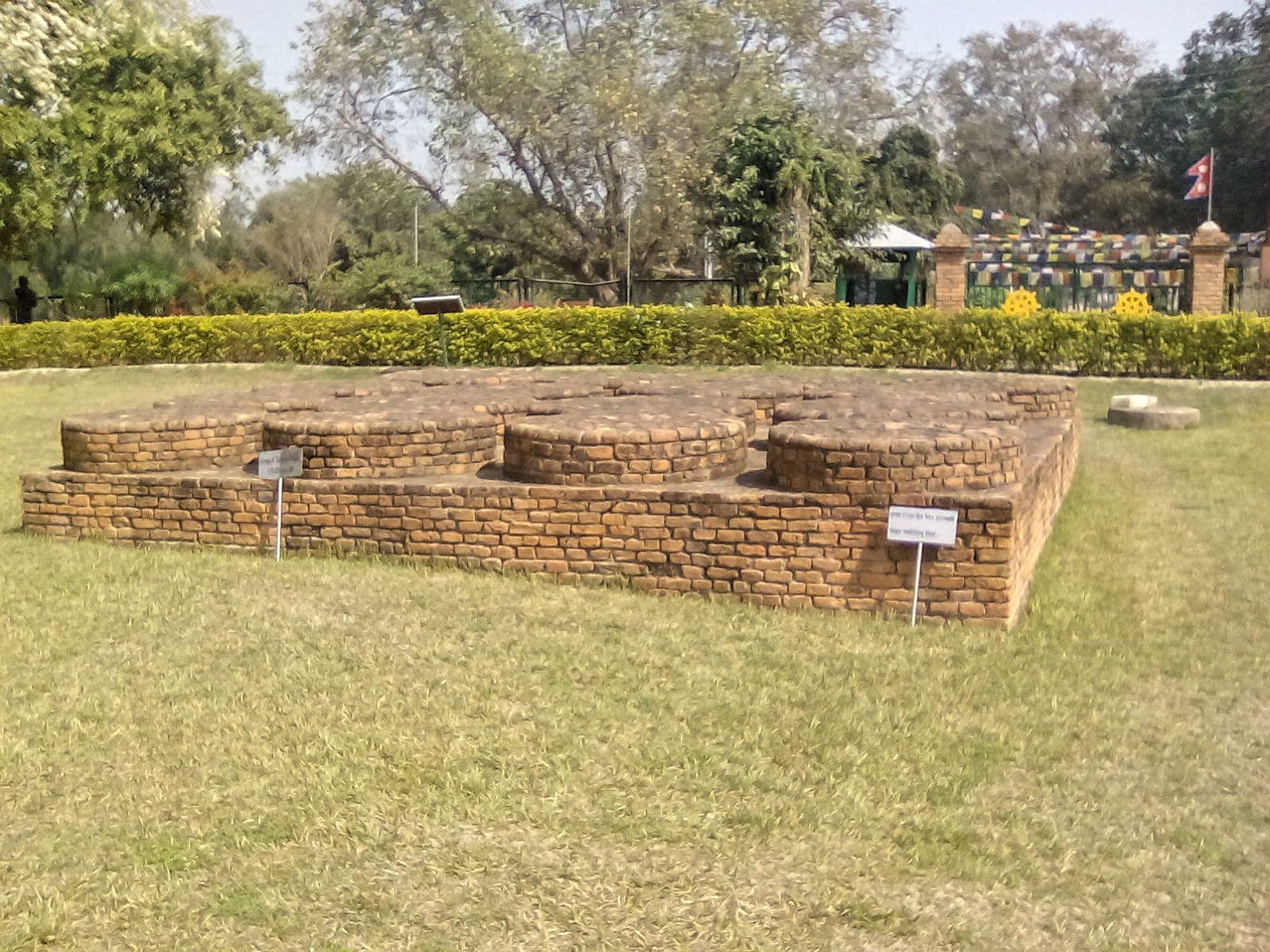 ruines lumbini stupa lieu de naissance de bouddha nepal asie voyage vie nomade