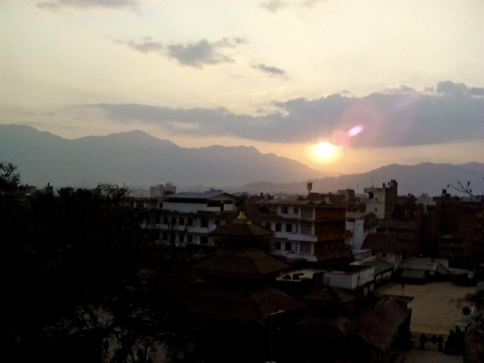 coucher de soleil katmandou montagne ville historique