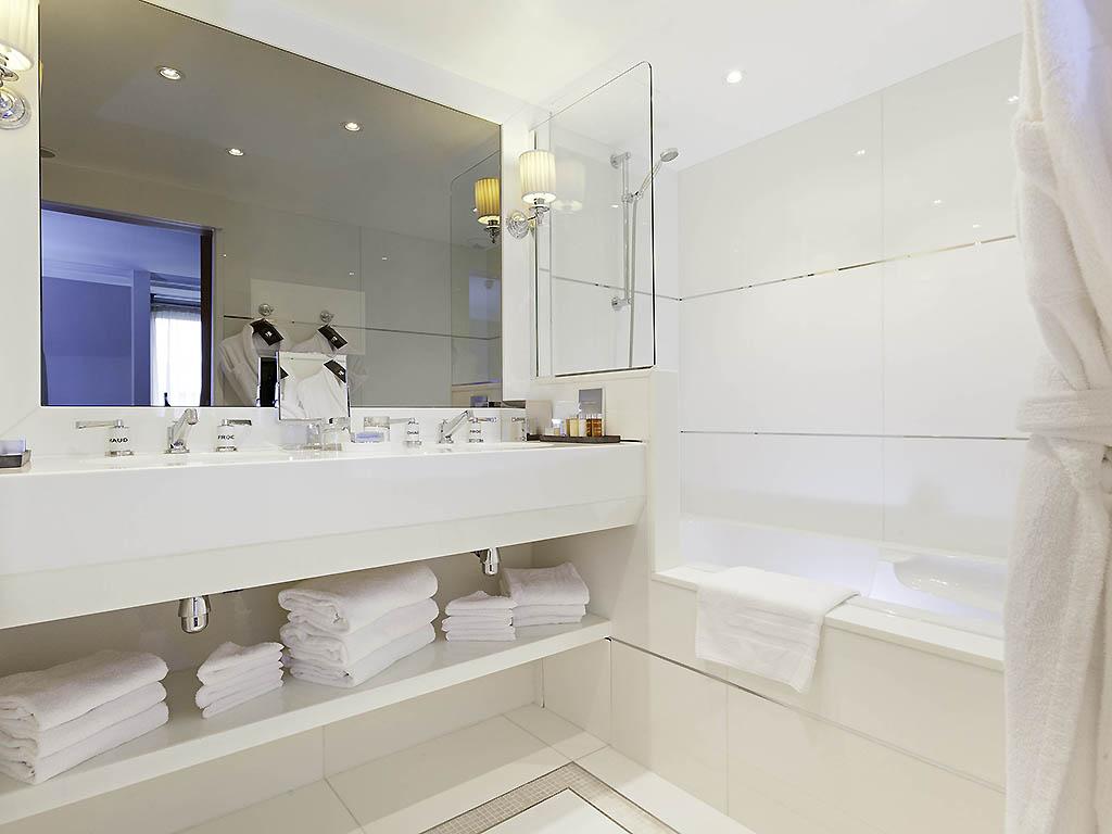 salle de bain luxe classe hotel baltimore paris
