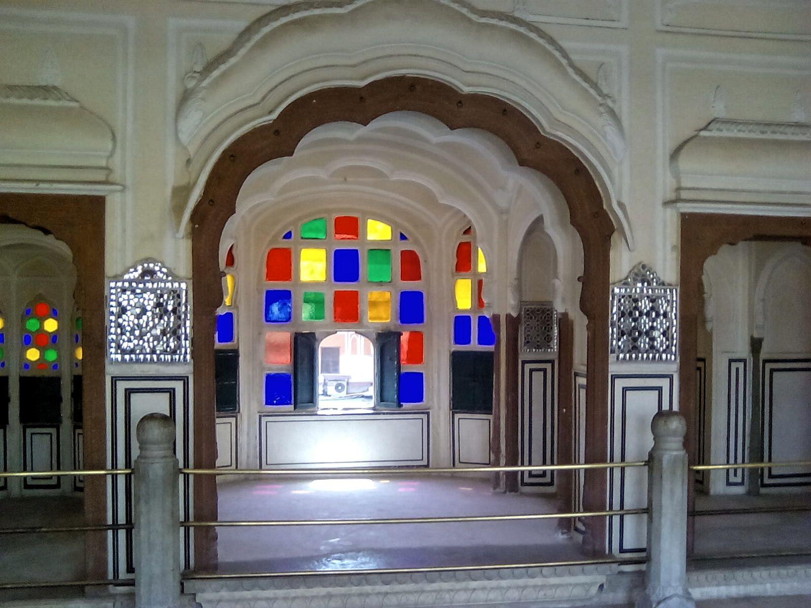 palais des vents interieur vitraux jaipur inde
