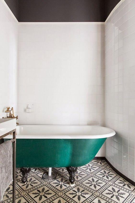 baignoire ancienne deco vert tendance