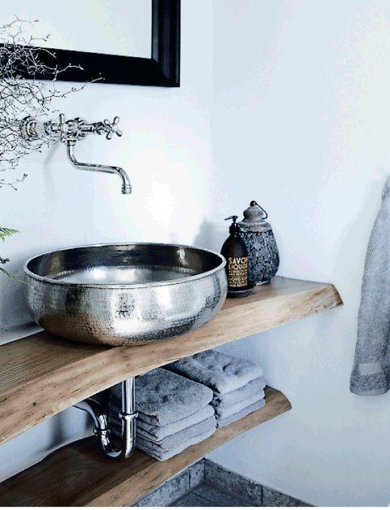 deco salle de bain contraste bois metal